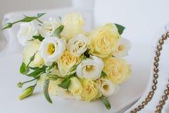 Άσπρη γαμήλια ανθοδέσμη Στοκ φωτογραφία με δικαίωμα ελεύθερης χρήσης
