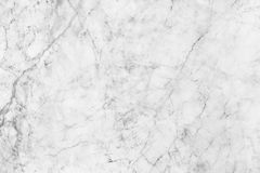 Άσπρη γκρίζα μαρμάρινη σύσταση, λεπτομερής δομή του μαρμάρου σε φυσικό που διαμορφώνεται για το υπόβαθρο και σχέδιο Στοκ Εικόνα