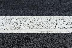 Άσπρη γραμμή στο δρόμο ασφάλτου Στοκ Εικόνα