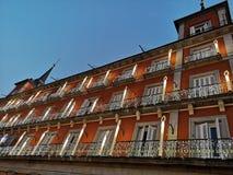 Άσπρη διακόσμηση κτηρίων Χριστουγέννων στο δήμαρχο Plaza, κύριο τετράγωνο, Μαδρίτη, Ισπανία στοκ εικόνες με δικαίωμα ελεύθερης χρήσης
