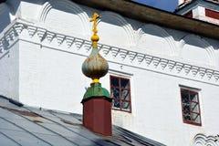 Άσπρη εκκλησία πετρών της Ρωσίας Στοκ Εικόνες