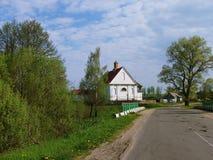 Άσπρη εκκλησία ΧΙΧ αιώνα Στοκ φωτογραφίες με δικαίωμα ελεύθερης χρήσης
