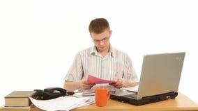 άσπρη εργασία lap-top κινητών τηλεφώνων επιχειρηματιών ανασκόπησης φιλμ μικρού μήκους