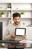 άσπρη εργασία lap-top κινητών τηλεφώνων επιχειρηματιών ανασκόπησης Στοκ Εικόνες