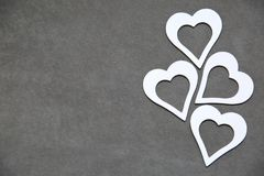 Άσπρη καθαρή καρδιά σε ένα γκρίζο υπόβαθρο για όλους τους εραστές Στοκ εικόνα με δικαίωμα ελεύθερης χρήσης