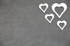 Άσπρη καθαρή καρδιά σε ένα γκρίζο υπόβαθρο για όλους τους εραστές Στοκ εικόνες με δικαίωμα ελεύθερης χρήσης