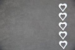 Άσπρη καθαρή καρδιά σε ένα γκρίζο υπόβαθρο για όλους τους εραστές Στοκ φωτογραφίες με δικαίωμα ελεύθερης χρήσης