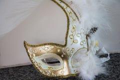Άσπρη και χρυσή μάσκα venecian Στοκ Εικόνα