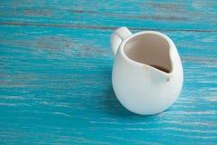 Άσπρη κανάτα του σιροπιού σφενδάμνου στοκ φωτογραφία με δικαίωμα ελεύθερης χρήσης