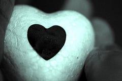 Άσπρη καρδιά και φωτεινή μαύρη καρδιά Στοκ Φωτογραφίες