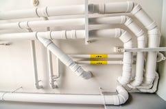 Άσπρη κατασκευή υδροσωλήνων στοκ φωτογραφία