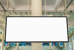 Άσπρη κενή διαφήμιση με τη μεγάλη οθόνη LCD στον αερολιμένα στοκ εικόνα με δικαίωμα ελεύθερης χρήσης