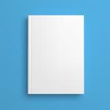 Άσπρη κενή κάλυψη βιβλίων που απομονώνεται στο μπλε Στοκ φωτογραφία με δικαίωμα ελεύθερης χρήσης