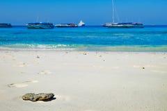 Άσπρη κινηματογράφηση σε πρώτο πλάνο άμμου στην ταϊλανδική παραλία Στοκ εικόνα με δικαίωμα ελεύθερης χρήσης