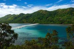 Άσπρη λουρίδα άμμου στο νησί φιδιών νησιών Vigan στην περιοχή nido EL Palawan στις Φιλιππίνες στοκ εικόνα με δικαίωμα ελεύθερης χρήσης