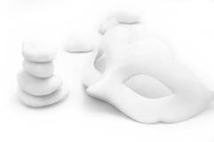 Άσπρη μάσκα με τις πέτρες Στοκ φωτογραφία με δικαίωμα ελεύθερης χρήσης