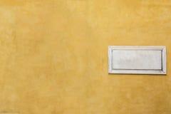 Άσπρη μαρμάρινη κλασική κενή πινακίδα με το κενό διάστημα για το κείμενο Στοκ Εικόνες