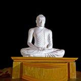 Άσπρη μετακίνηση sddhra αγαλμάτων του Βούδα στοκ εικόνα με δικαίωμα ελεύθερης χρήσης