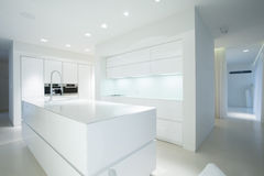 Άσπρη μονάδα κουζινών Στοκ φωτογραφία με δικαίωμα ελεύθερης χρήσης
