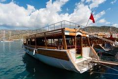 Άσπρη ξύλινη βάρκα Στοκ φωτογραφία με δικαίωμα ελεύθερης χρήσης