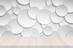 Άσπρη ξύλινη επιτραπέζια κορυφή προοπτικής με το έμβλημα κύκλων εγγράφου Στοκ εικόνα με δικαίωμα ελεύθερης χρήσης