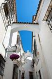 Άσπρη οδός ύφους της Ανδαλουσίας σε Poble Espanyol Στοκ Εικόνες