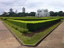 Άσπρη δομή ενός βοτανικού κήπου σε ένα πάρκο σε Curitiba στοκ εικόνες