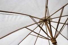 Άσπρη ομπρέλα Στοκ εικόνες με δικαίωμα ελεύθερης χρήσης