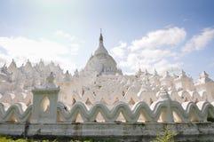 Άσπρη παγόδα του ναού paya Hsinbyume, Mingun, Mandalay στοκ εικόνα με δικαίωμα ελεύθερης χρήσης