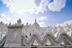 Άσπρη παγόδα του ναού paya Hsinbyume, Mingun, Mandalay - Myanma στοκ εικόνα