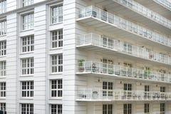 Άσπρη πολυκατοικία Στοκ Εικόνες