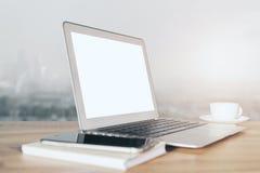Άσπρη πλευρά lap-top Στοκ εικόνα με δικαίωμα ελεύθερης χρήσης