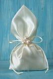 Άσπρη σακούλα υφάσματος που δένεται με τη σειρά στοκ εικόνα με δικαίωμα ελεύθερης χρήσης