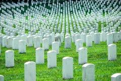 Άσπρη σιωπή βράχων χλόης κύβων θανάτου Cimetry Στοκ φωτογραφίες με δικαίωμα ελεύθερης χρήσης