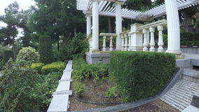 Άσπρη σκάλα γρανίτη στο πάρκο SPA φιλμ μικρού μήκους