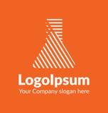 Άσπρη σκιασμένη λογότυπο σκιαγραφία προτύπων μιας χημικής φιάλης στο πορτοκαλί υπόβαθρο Στοκ φωτογραφίες με δικαίωμα ελεύθερης χρήσης
