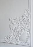 Άσπρη σχηματοποίηση τοίχων με τη γεωμετρική μορφή και το εξαφανιμένος σημείο Άσπρη bas-ανακούφιση σχεδίου τοίχων πολυτέλειας με τ Στοκ εικόνα με δικαίωμα ελεύθερης χρήσης