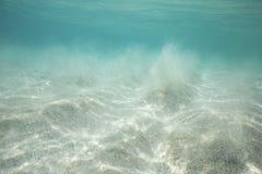 Άσπρη υποβρύχια σκηνή άμμου στην παραλία Porthcurno Στοκ Φωτογραφία