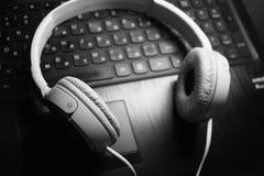 Άσπρη φωτογραφία ακουστικών Στοκ Εικόνες