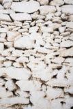 Άσπρη χρωματισμένη πέτρα σύσταση τοίχων από την Ελλάδα στοκ εικόνες