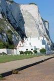 Άσπροι απότομοι βράχοι κιμωλίας Ντόβερ στη νοτιοανατολική Αγγλία Στοκ φωτογραφία με δικαίωμα ελεύθερης χρήσης