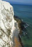 Άσπροι απότομοι βράχοι του Ντόβερ, νότια Αγγλία στοκ εικόνα
