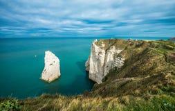 Άσπροι απότομοι βράχοι Etretat και της αλαβάστρινης ακτής, Νορμανδία, φράγκο στοκ φωτογραφία με δικαίωμα ελεύθερης χρήσης
