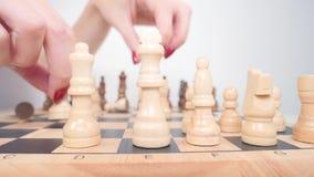 Άσπροι αριθμοί σκακιού καθιέρωσης για τον πίνακα φιλμ μικρού μήκους