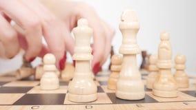 Άσπροι αριθμοί σκακιού καθιέρωσης για τον πίνακα απόθεμα βίντεο