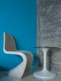 Άσπροι καρέκλα και πίνακας Στοκ Φωτογραφία