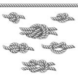 Άσπροι ναυτικοί κόμβοι σχοινιών που τίθενται, στο λευκό Στοκ Φωτογραφία