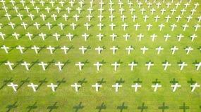 Άσπροι σταυροί στον τάφο για να τιμήσει τα ολλανδικά στρατεύματα στοκ εικόνα με δικαίωμα ελεύθερης χρήσης