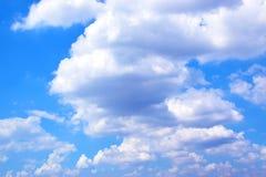 Άσπροι σύννεφα και μπλε ουρανός 171018 0139 Στοκ Φωτογραφίες