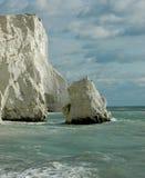 Άσπροι δύσκολοι απότομοι βράχοι κιμωλίας Στοκ φωτογραφία με δικαίωμα ελεύθερης χρήσης
